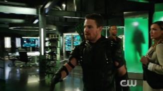 Arrow Revenge Trailer The CW.mp4_20151224_224029. 30