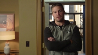 Stephen Amell Stanley Cup.mp4_000001389