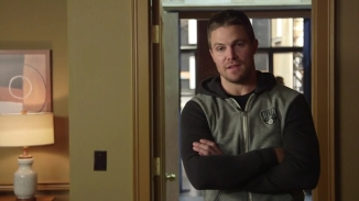 Stephen Amell Stanley Cup.mp4_000001923