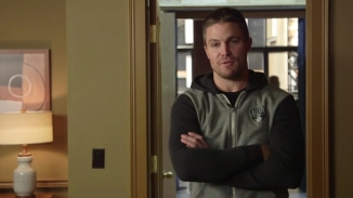 Stephen Amell Stanley Cup.mp4_000002190