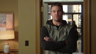 Stephen Amell Stanley Cup.mp4_000002724