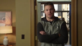 Stephen Amell Stanley Cup.mp4_000002990