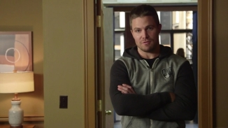 Stephen Amell Stanley Cup.mp4_000003524